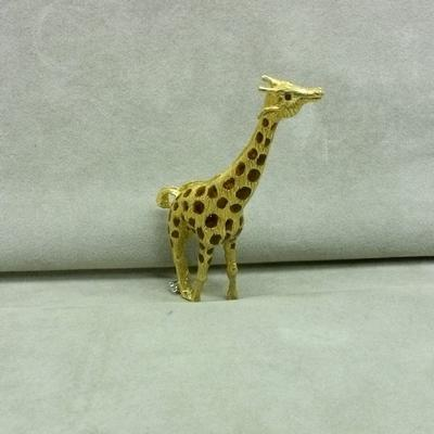 18KY Enamel Giraffe Pin