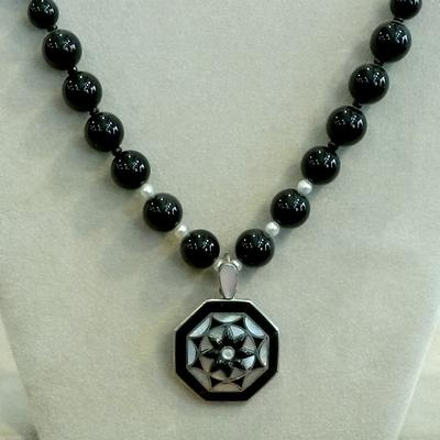 Black Bead w/Cultured Pearl w/decorative pendant