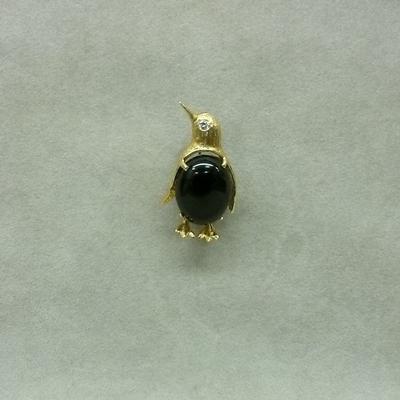 14KY Black Onyx Diamond Peguin Pin