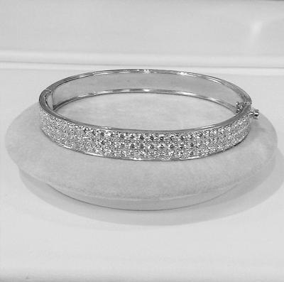 18KW 3 Row Diamond Hinged Bracelet