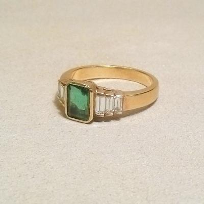 18KY Emearld/Diamind Baguette Ring