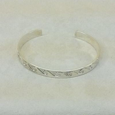 S/S Wave Pattern Cuff Bracelet