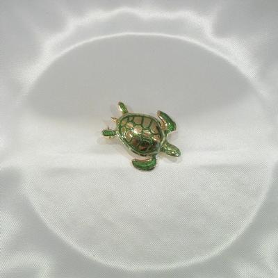 18KYGreen Enamel Turtle Pin