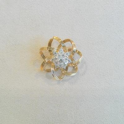 18KY.Platinum Flower Style Brooch w/Diamonds