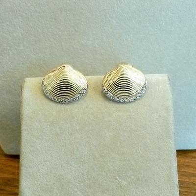 14K Gold Clam Shell w/Diamonds Pierced Earrings