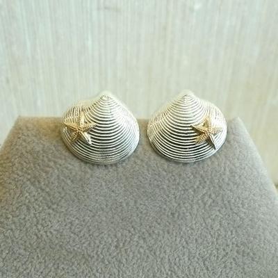 Sterling Clam w/14K Starfish Pierced Earrings