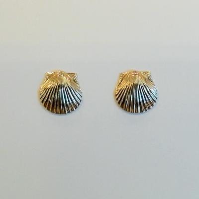 14KY Scallop Pierced Earrings