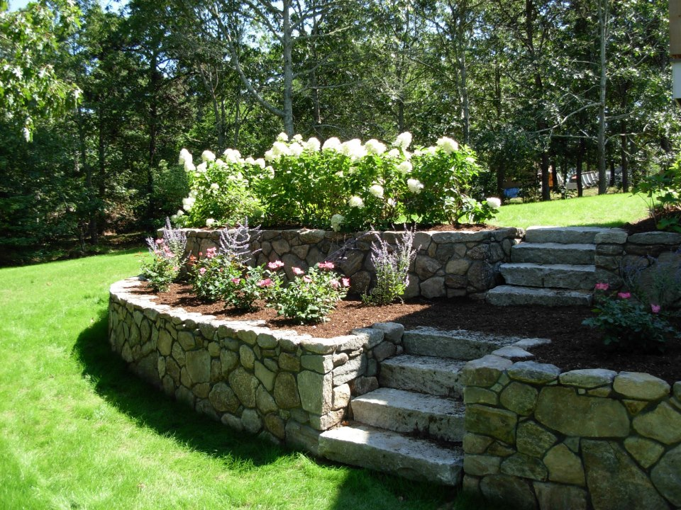 Backyard landscaping ideas for retaining walls 2017 for Garden wall ideas