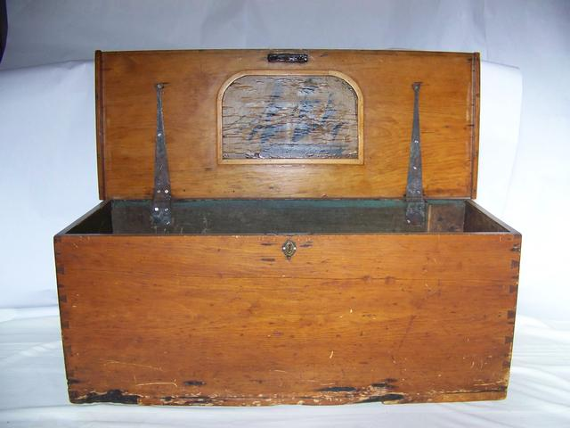 Seaman Chest with Painted Ship On Inside Lid item na5404